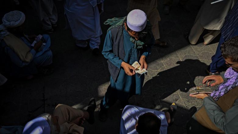 comerciați intr-o piata din kabul