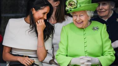 Meghan Markle și Regina Elisabeta a II-a râd la un eveniment public din 2018