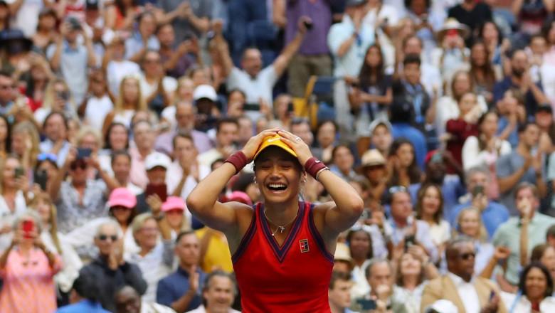 emma raducanu cu mainile in cap la finalul partidei prin care a castigat US Open