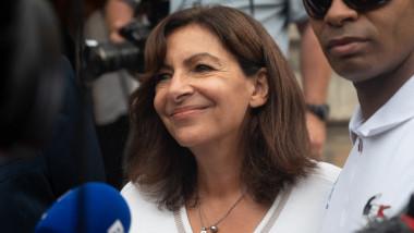 Primărița Parisului, Anne Hidalgo, în fața presei