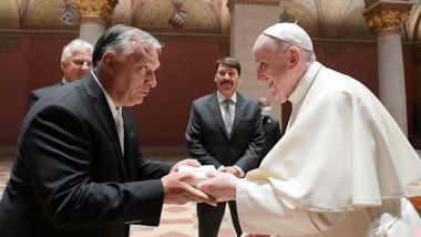 Pope Francis exchanges gifts with Hungarian Prime Minister Viktor Orban in Budapest's grand Fine Arts Museum on September 12, 2021