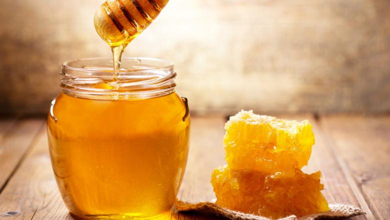 Borcan cu miere.