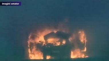 O mașină a luat foc și a ars ca o torță într-un pasaj din centrul Craiovei.