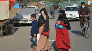 oameni pe strada in kabul