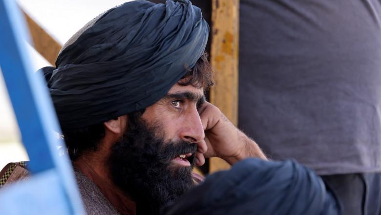 Taliban la aeroportul din Kabul