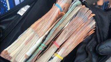 Borsetă cu bani.