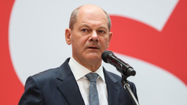 Olaf Scholz la microfon