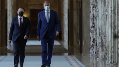 Klaus Iohannis și Florin Cîțu pe holurile Palatului Victoria