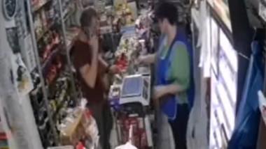 Un bărbat a încercat să plătească cu o bancnotă de 500 de lei trasă la xerox într-un magazin din Galați