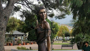 .A statue of a woman sparks controversy over sexism in Italy.The controversy has broken out in Italy over a 'sexist' statue representing a female gleaner from a famous 19th-century poem by Italian writer and poet Luigi Mercantin