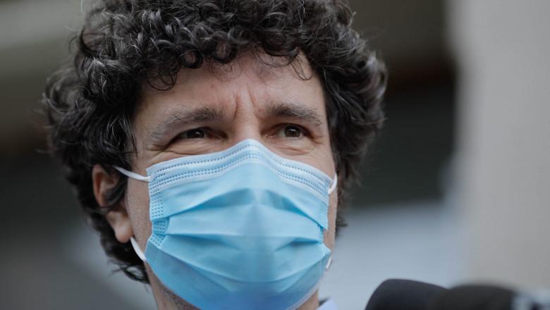 Nicusor Dan cu mască de protecție.