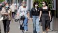 femei cu masca pe strada in bucuresti