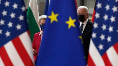 Președintele american Joe Biden și președinta Comisiei Europene Ursula von der Leyen, surpinși într-un dialog informal în timpul summitului UE-SUA din 15 iunie 2021.
