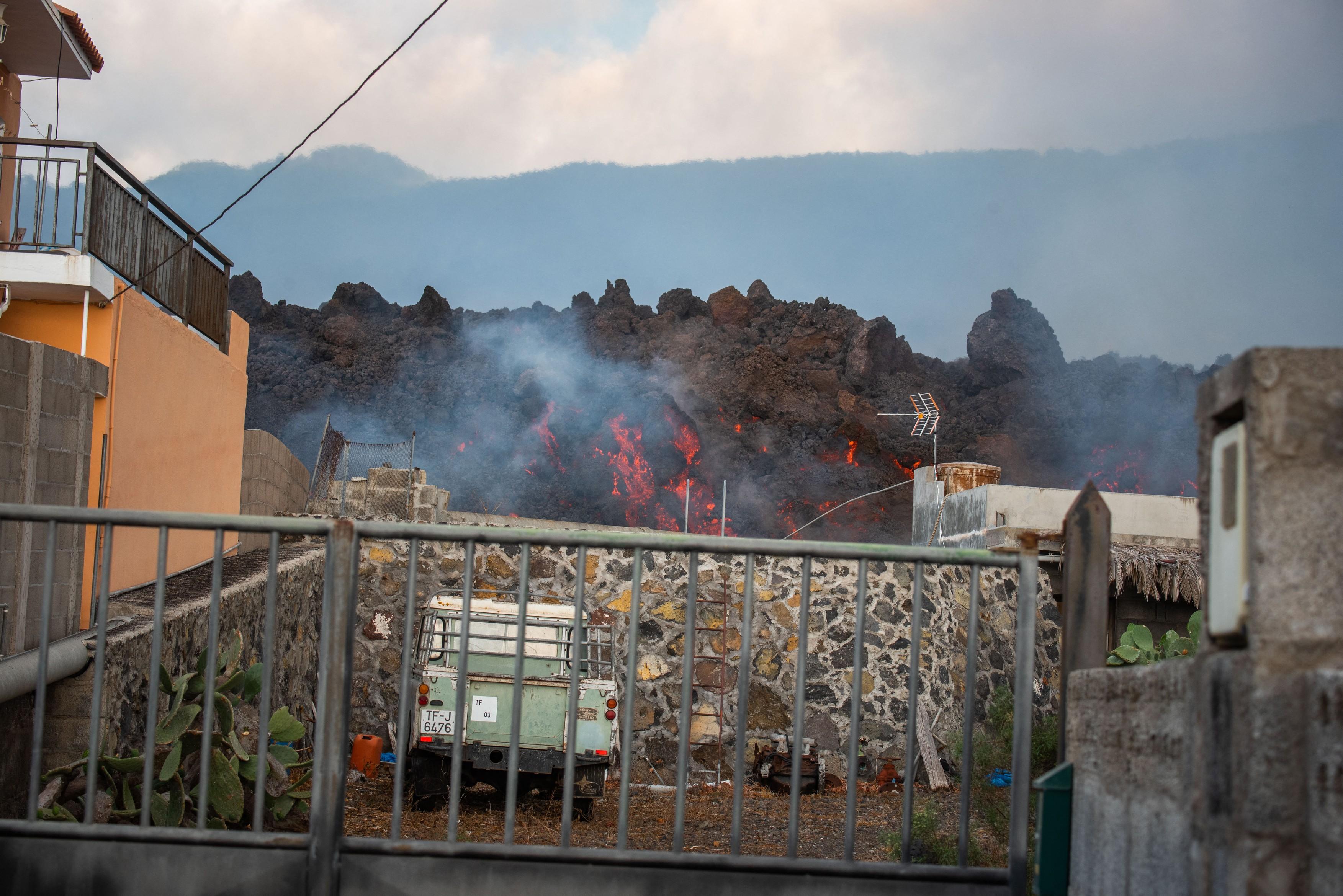 profimedia-case luate de lava