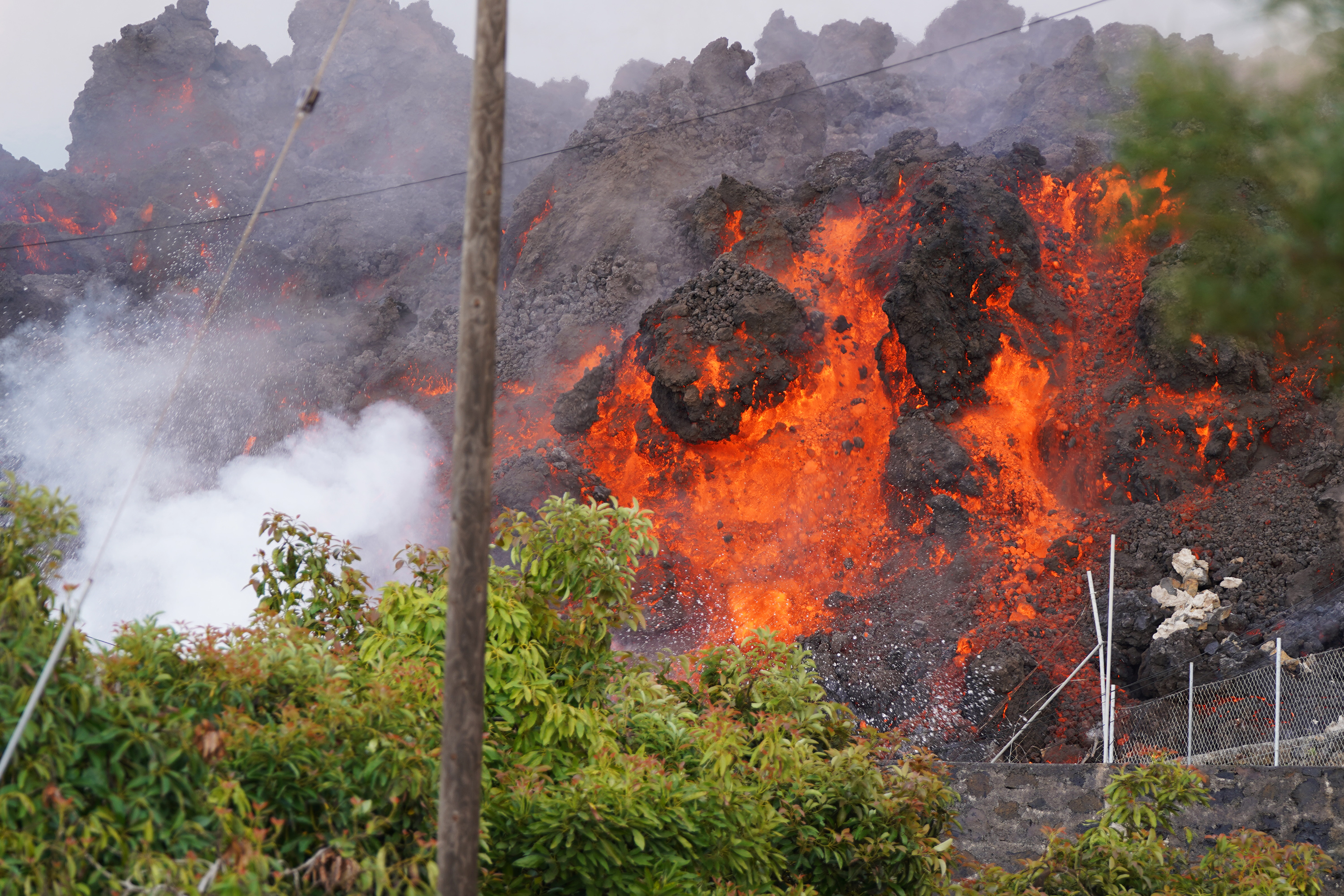La Palma volcano continues to erupt with up to nine vents spewing lava