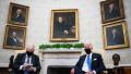 Boris Johnson și Joe Biden pe scaune la prima întâlnire la Casa Albă a celor doi lideri