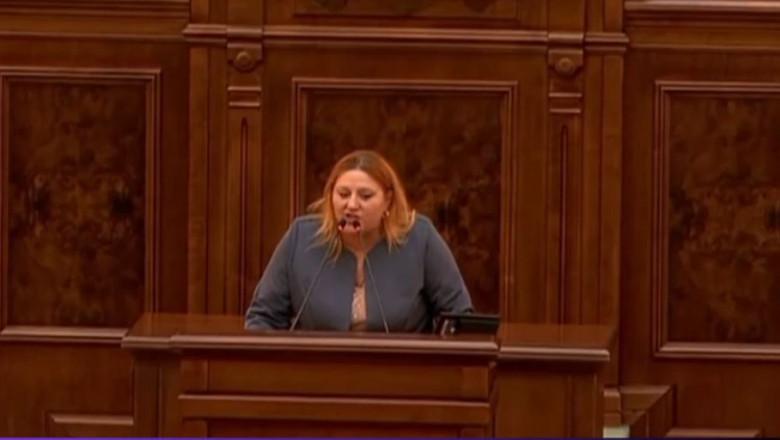 Diana Șoșoacă la tribuna Parlamentului