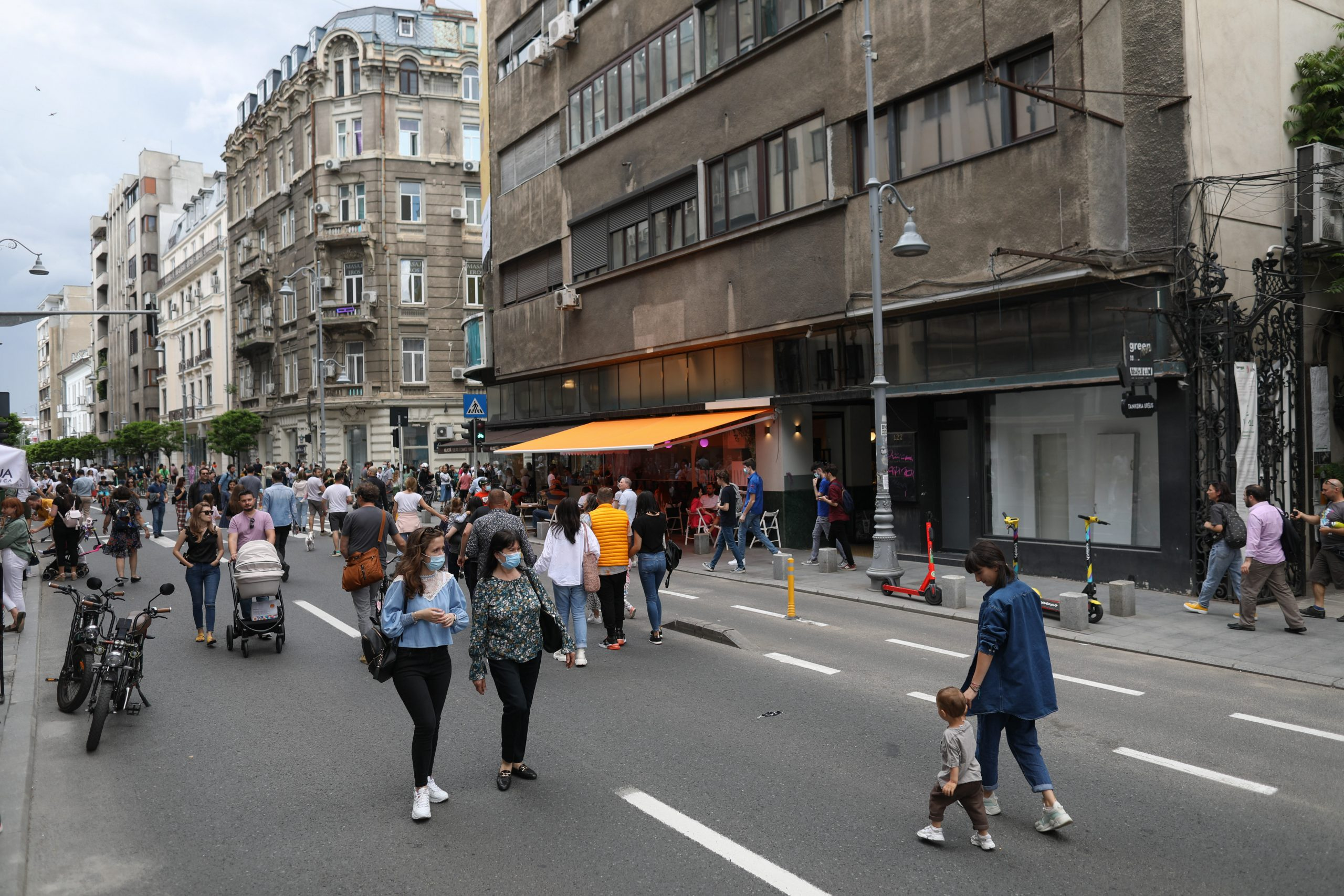 Record absolut: Rata de infectare se apropie de 11 la mie în București