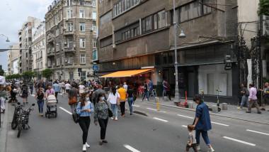 oamestini pe strada in bucure
