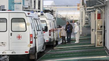ambulanțele cu pacienți covid-19 așteaptă să intre în spital