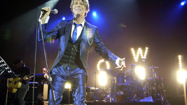 DAVID BOWIE IN CONCERT AT HAMMERSMITH APOLLO, LONDON, BRITAIN - 02 OCT 2002