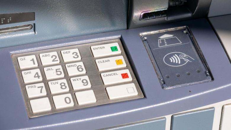 Bancomat al unei bănci.