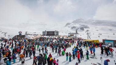 statiunea de ski ischgl austria alpi oameni zapada multime