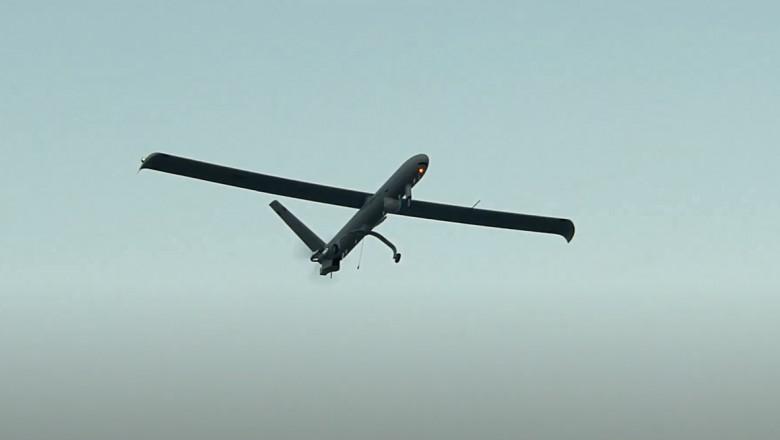 Dronă militară israeliană aflată în zbor.