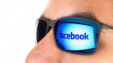 barbat cu ochelari facebook