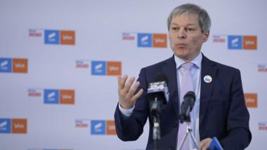Președintele USR PLUS, Dacian Cioloș, la o conferinta