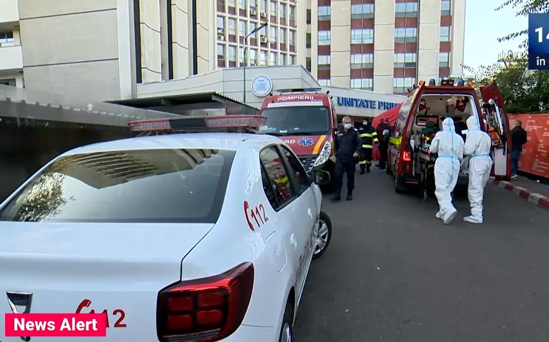 VIDEO Coadă de ambulanțe în fața spitalelor, după ziua cu record absolut de cazuri COVID