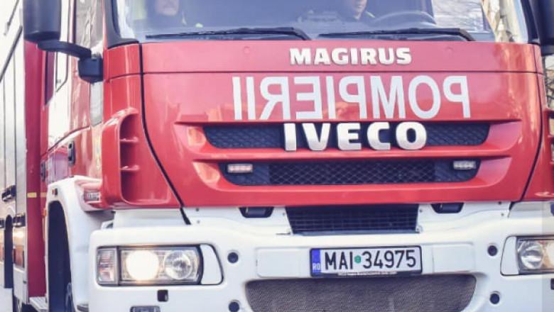 Mșină de pompieri.
