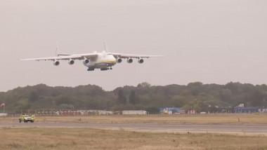 Cel mai mare avion cargo din lume, Antonov AN-225 Mriya, a aterizat la București
