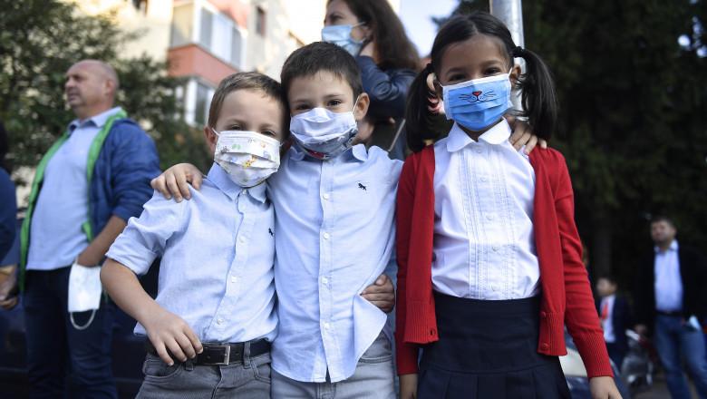 copii cu masti