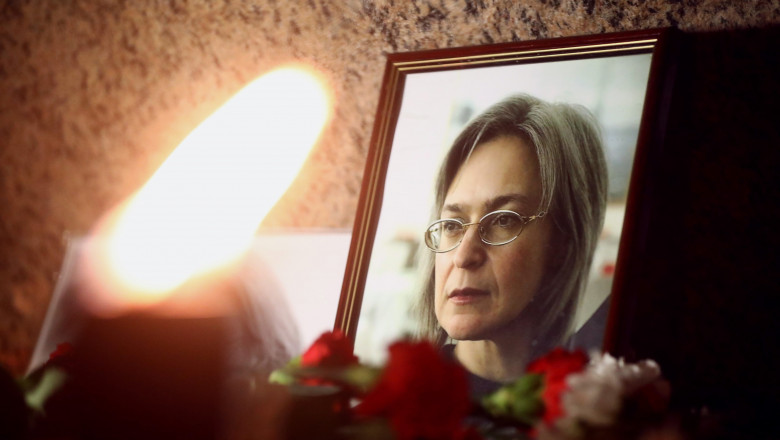 Memorial event to honour journalist Anna Politkovskaya at the Solovetsky stone on Troitskaya Square.