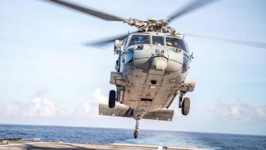Elicopter Seahawk la aterizare
