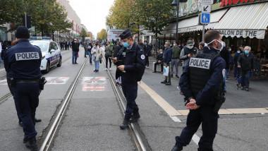 politisti francezi pe strada