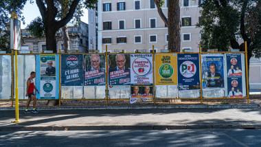 Afișe electorale în campania pentru alegerile locale.