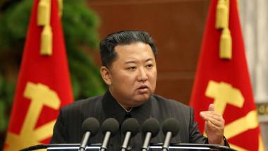 Kim Jong-un vorbește de la prezidiul Partidului Muncitorilor Coreeni