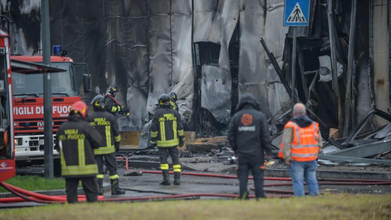Un avion privat model Pilatus PC 12, înmatriculat cu seria YR-PDV în România, s-a prăbușit în San Donato Milanese (Milano). Toate cele opt persoane aflate la bord au murit.
