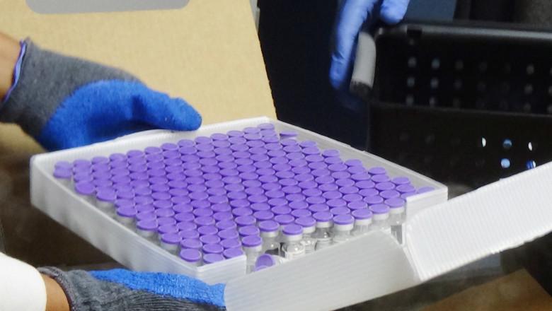 cutie cu vaccinuri anticovid