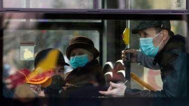 pasageri in tramvai