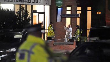 Locul în care a fost asasinat parlamentarul britanic David Amess cu un polițist pe fundal