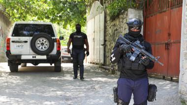 Polițiști înarmați din Haiti.