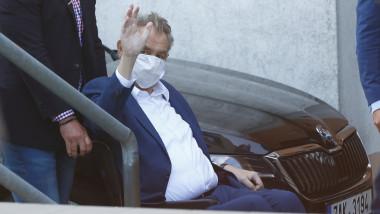 milos zeman iesind in septembrie din spital in scaun cu rotile