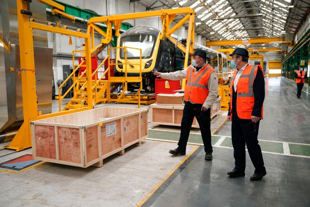 Noi probleme pentru Marea Britanie. Producătorii de oțel, sticlă, ceramică și hârtie avertizează că ar putea opri activitatea thumbnail