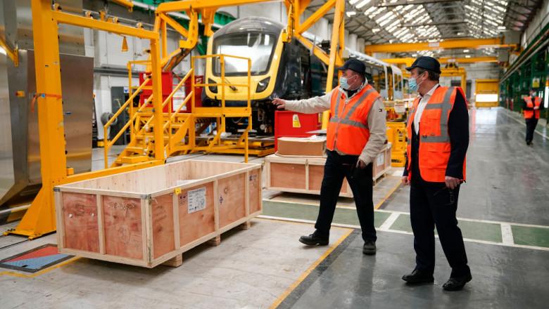 muncitori in fabrica marea britanie