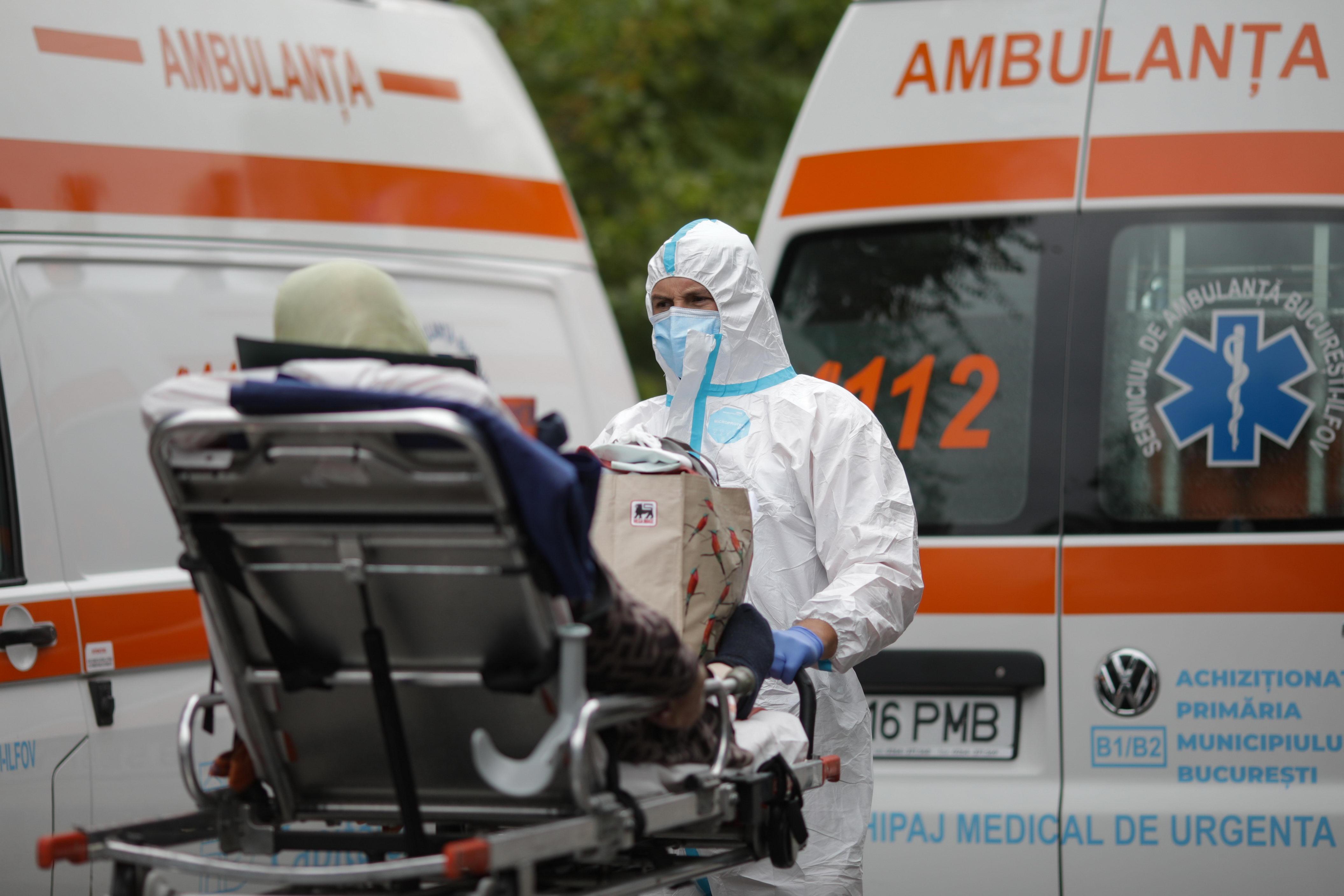 Ambulanţele private vor răspunde la 112 pentru a ajuta sectorul public în pandemia de Covid