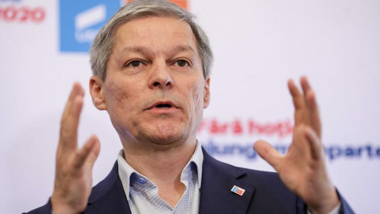 Dacia Cioloș face declarații.