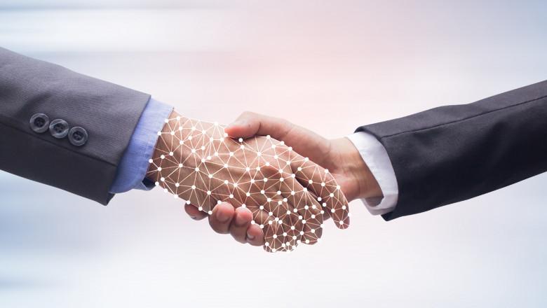 doi barbati dau mana cu ajutorul inteligentei artificiale